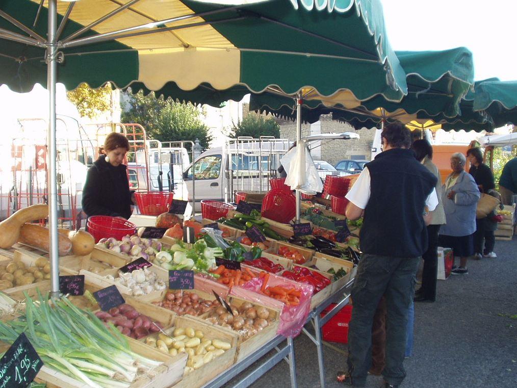 Le marché du mercredi matin retrouve la place de la mairie dès le 16/01