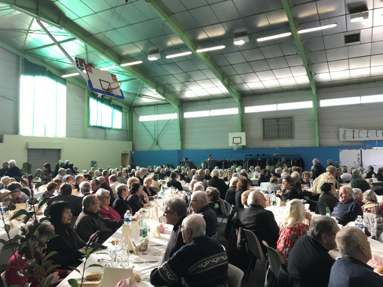 265 seniors présents au repas de Noël des anciens